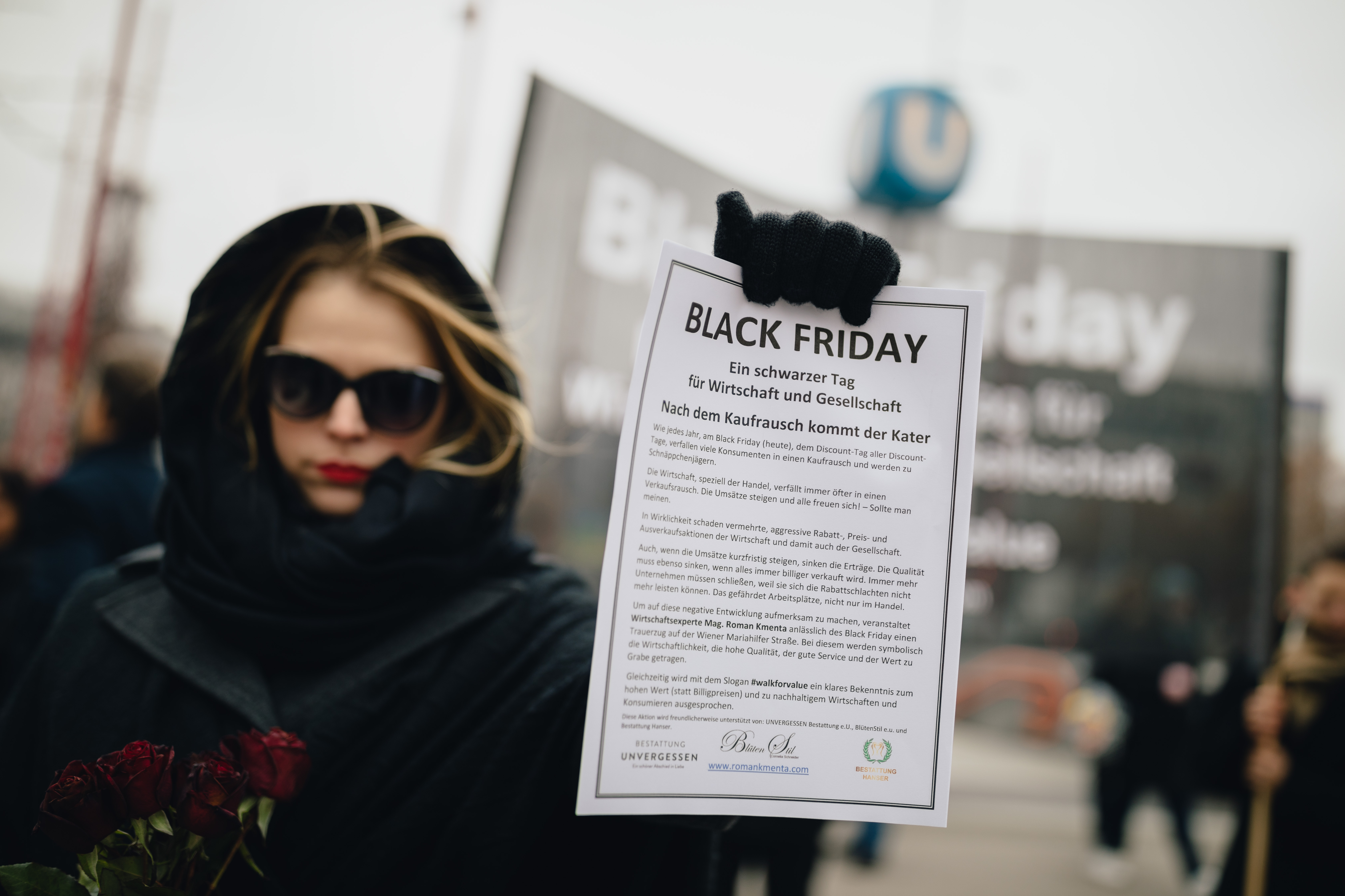 Trauerzug auf der Mariahilfer Straße - Mag. Roman Kmenta - Black Friday 2018
