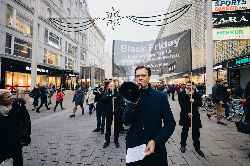 Roman Kmenta - Black Friday Kundgebung